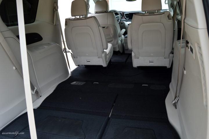 2017 Chrysler Pacifica cargo
