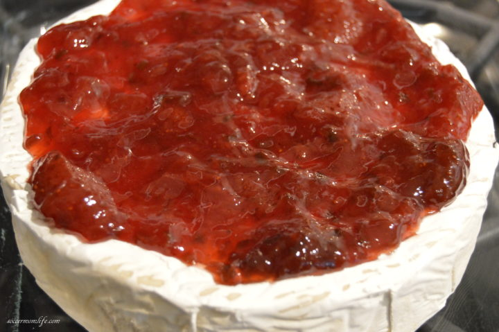 bake brie with fruit spread